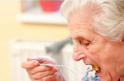Los mayores pueden padecer disfagia